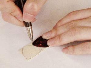 象牙板材でピックを作る1