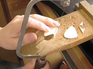象牙板材でピックを作る2